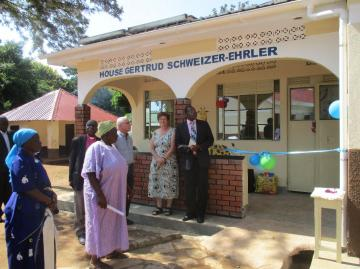 Gertrud Schweizer-Ehrler and Denis Medeyi in front of the new children`s home